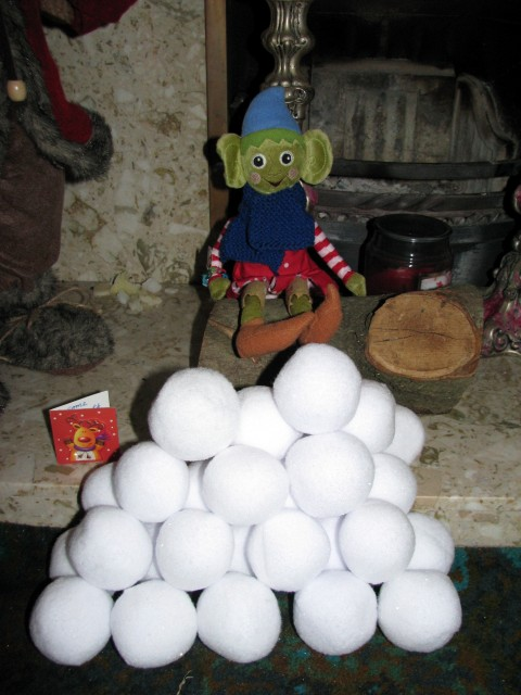 elf on the shelf, christmas elf, snow,