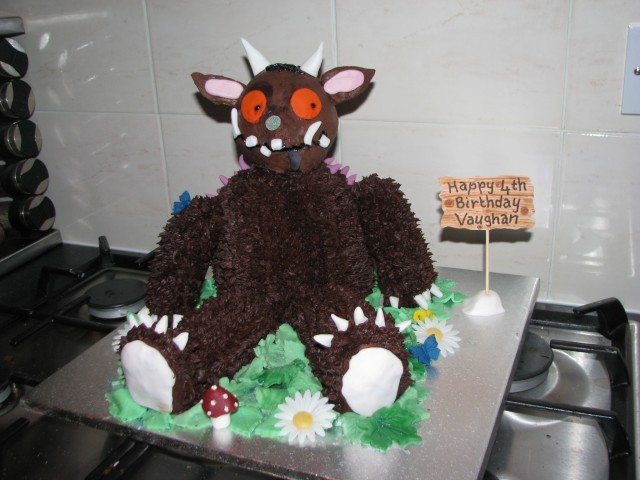 gruffalo cake, griffalo party, gruffalo food, www.toddlebabes.co.uk, Julia Donaldson