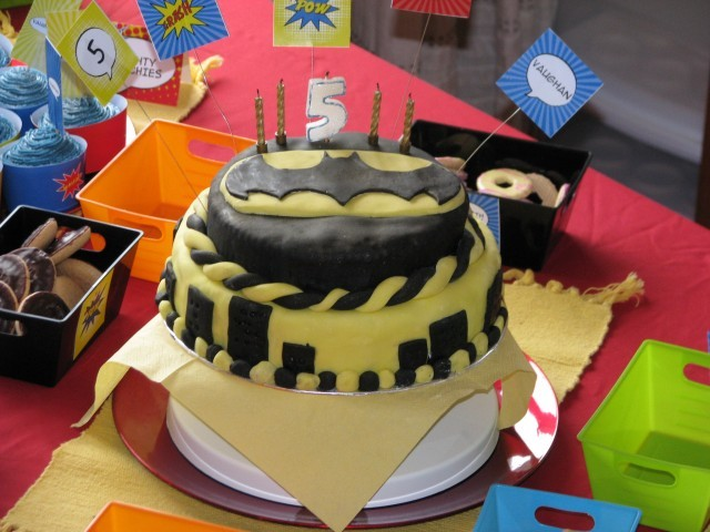 www.toddlebabes.co.uk, superhero party, superhero party food, superhero cake